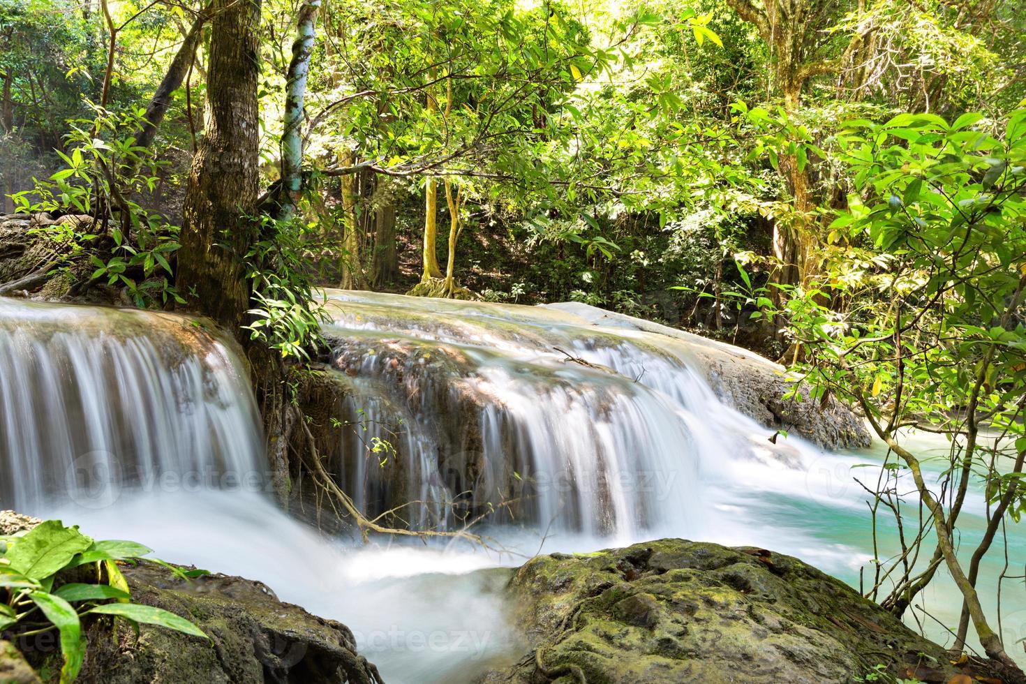 tropiskt vattenfall foto
