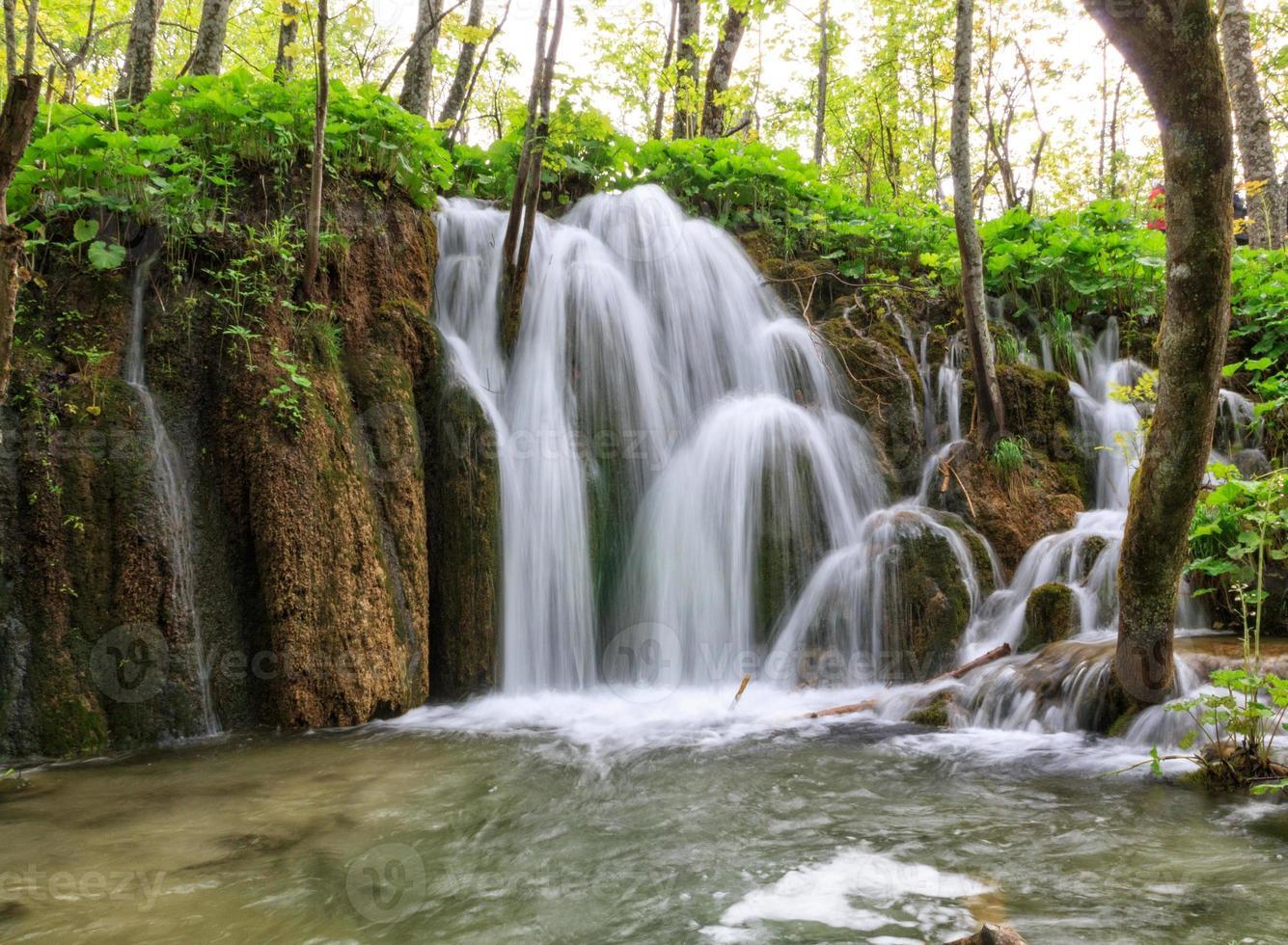 vattenfall i plitvicesjöarna foto