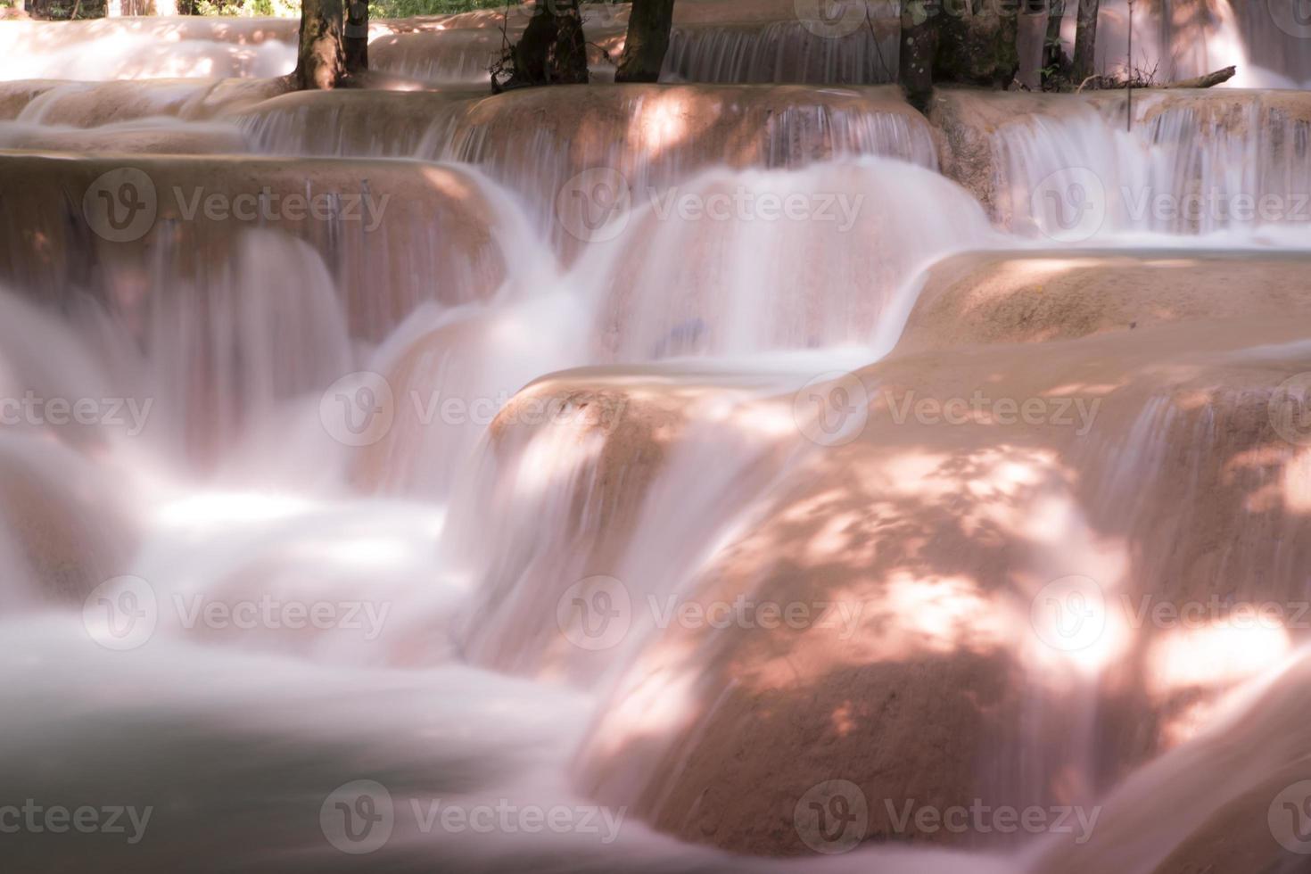 tadsae vattenfall i luang prabang lao foto