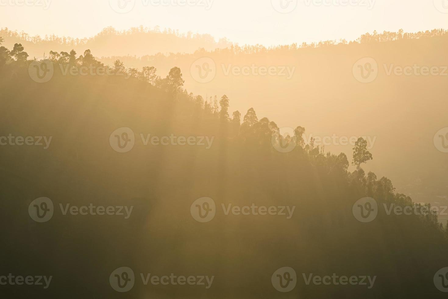 landskap av soluppgång på Pinggan Village, Kintamani, Bali. foto