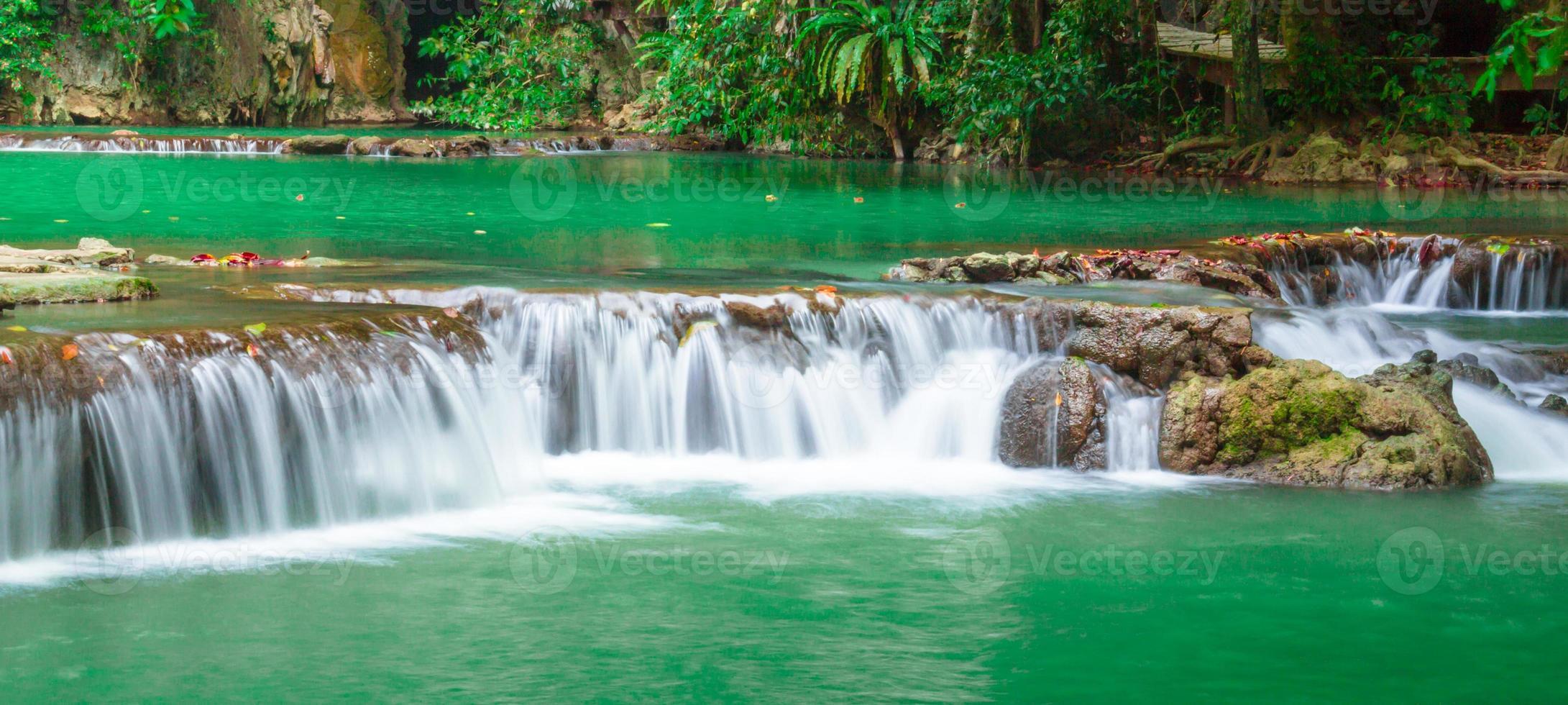 andaman thailand utomhusfotografering av vattenfallet foto