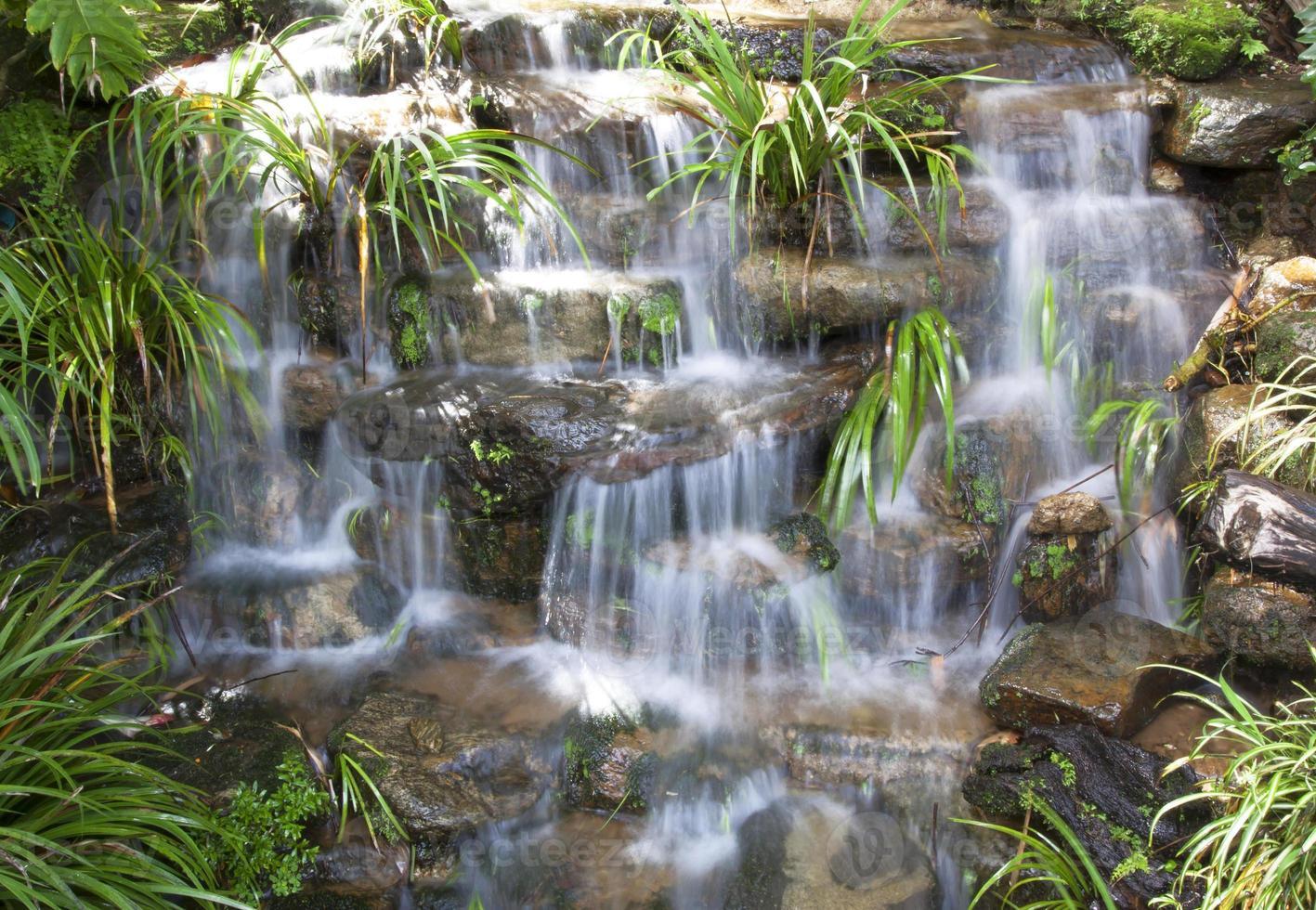 litet vattenfall foto