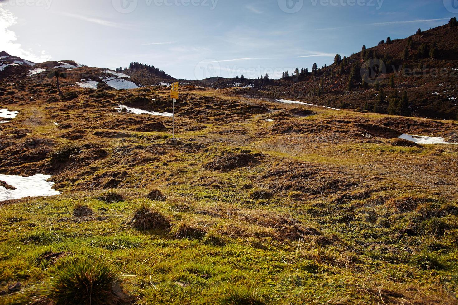 vandringsområde i natursköna alper foto