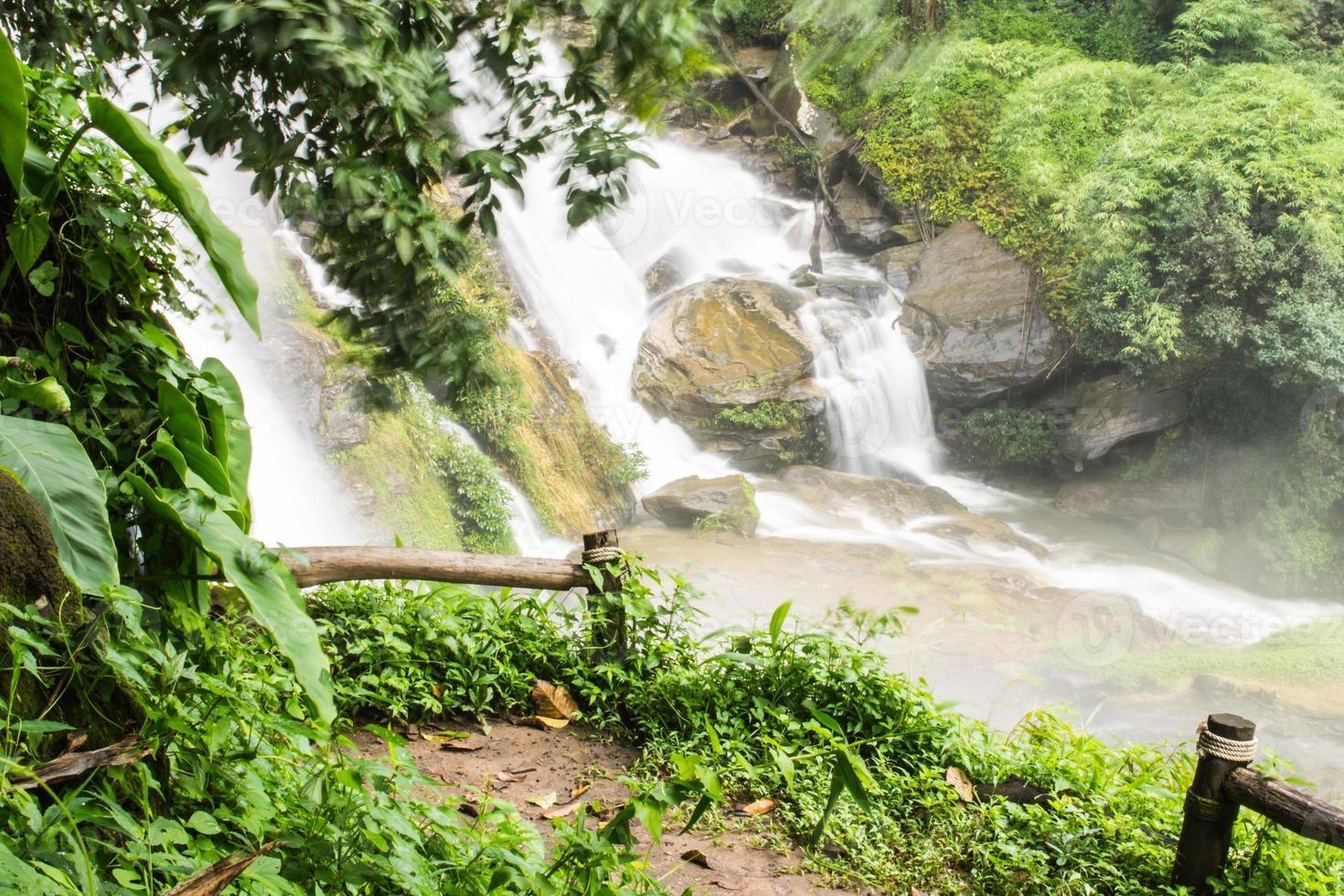 Wachirathan vattenfall, Inthanon Chiangmai Thailand foto