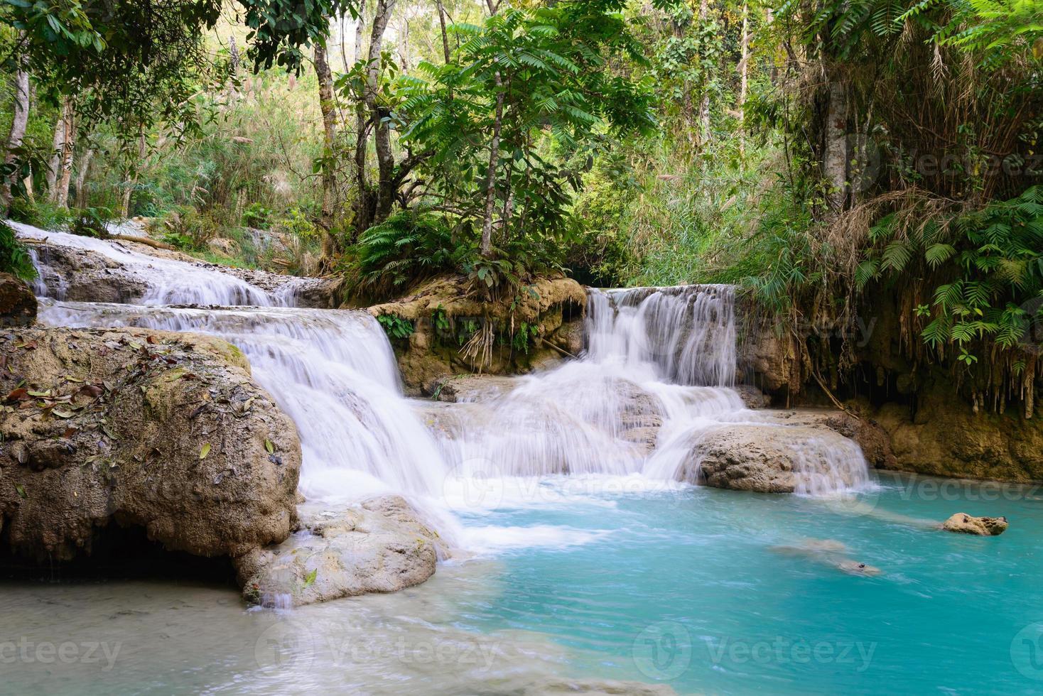 kouangxi vattenfall vid luang prabang i laos. foto