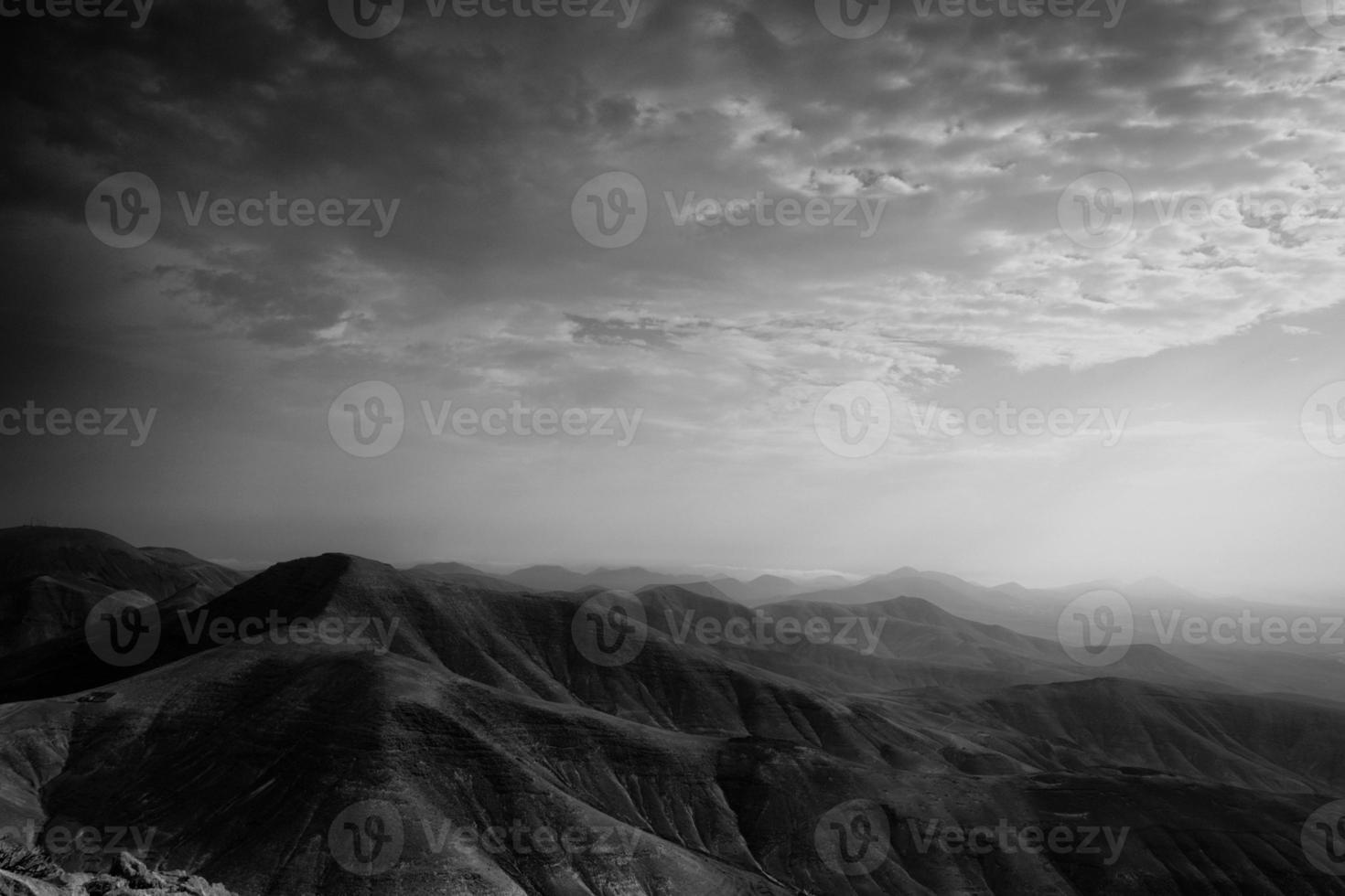soluppgång över bergen - lanzarote foto