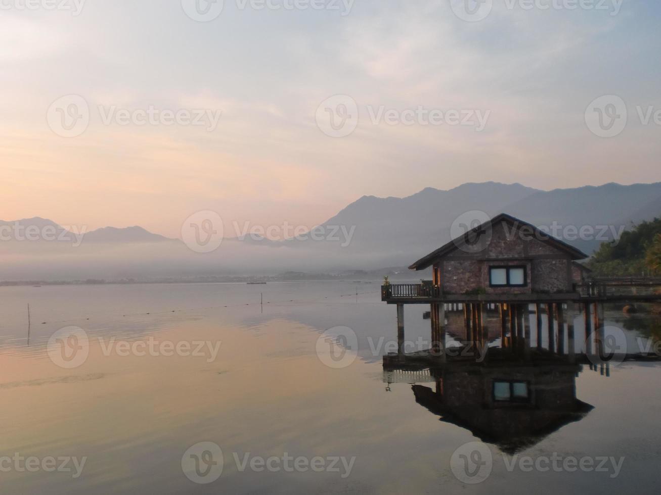 lagune på morgonen, nyans, vietnam foto