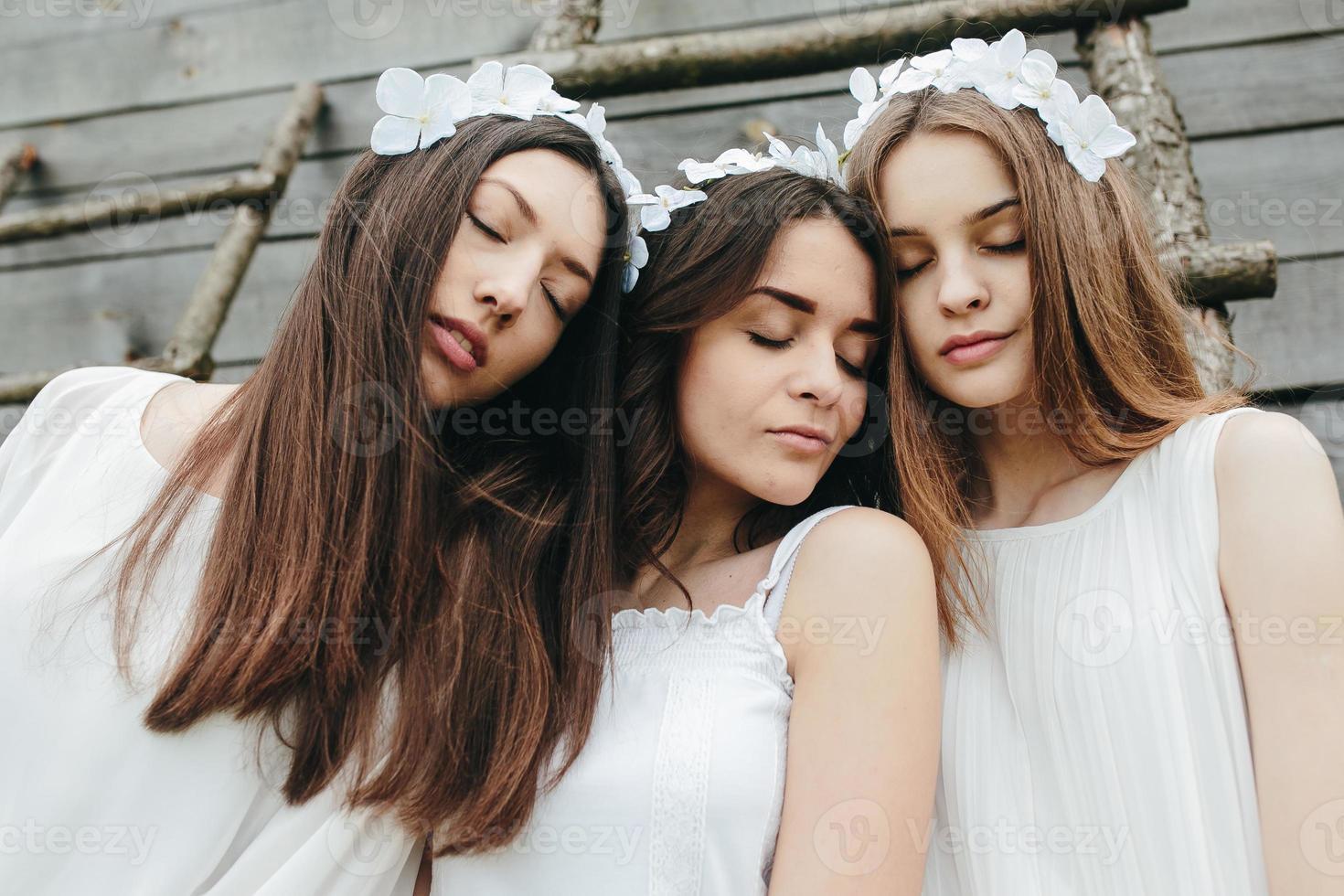 tre vackra tjejer foto