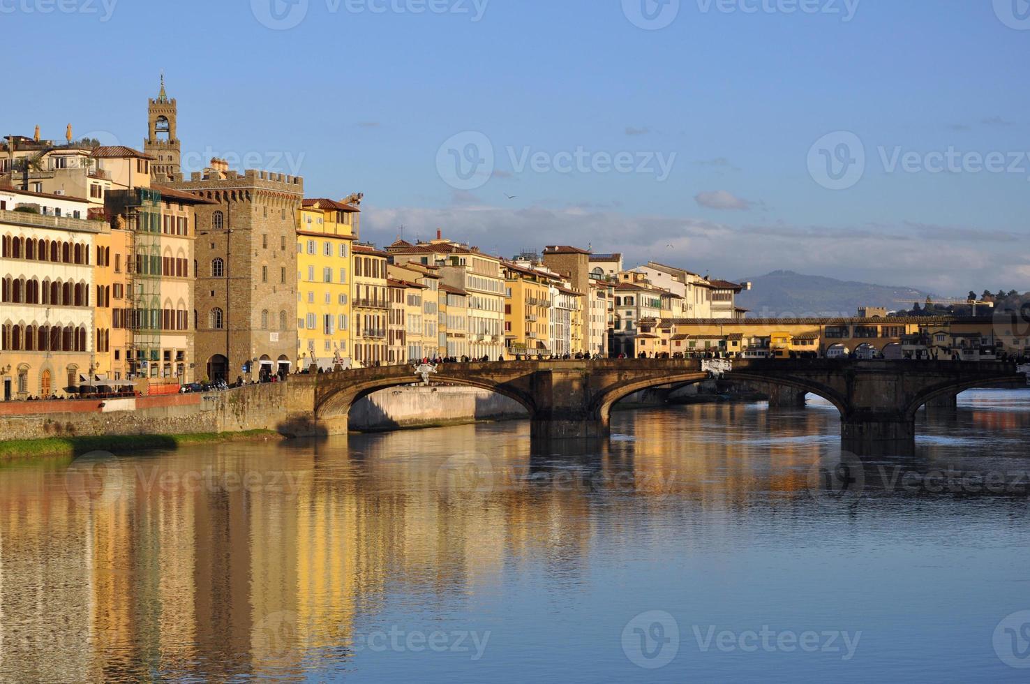 il lungarno e ponte santa trinita, firenze foto