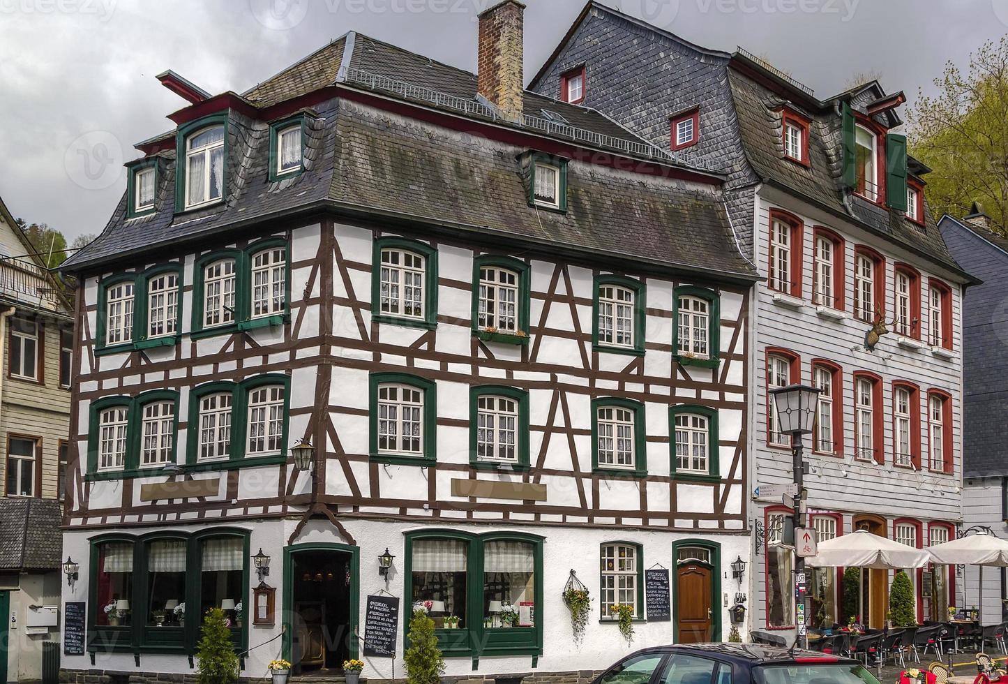 historiska hus i Monschau, Tyskland foto