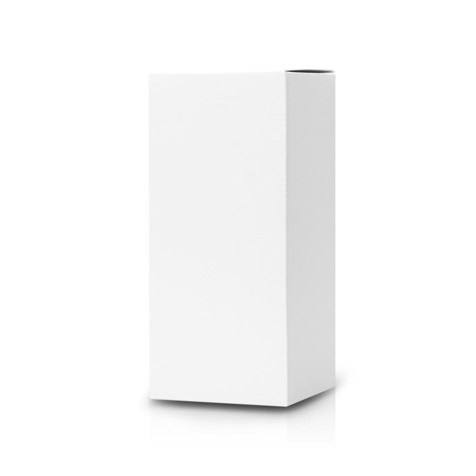 vit låda isolerad på vit bakgrund foto
