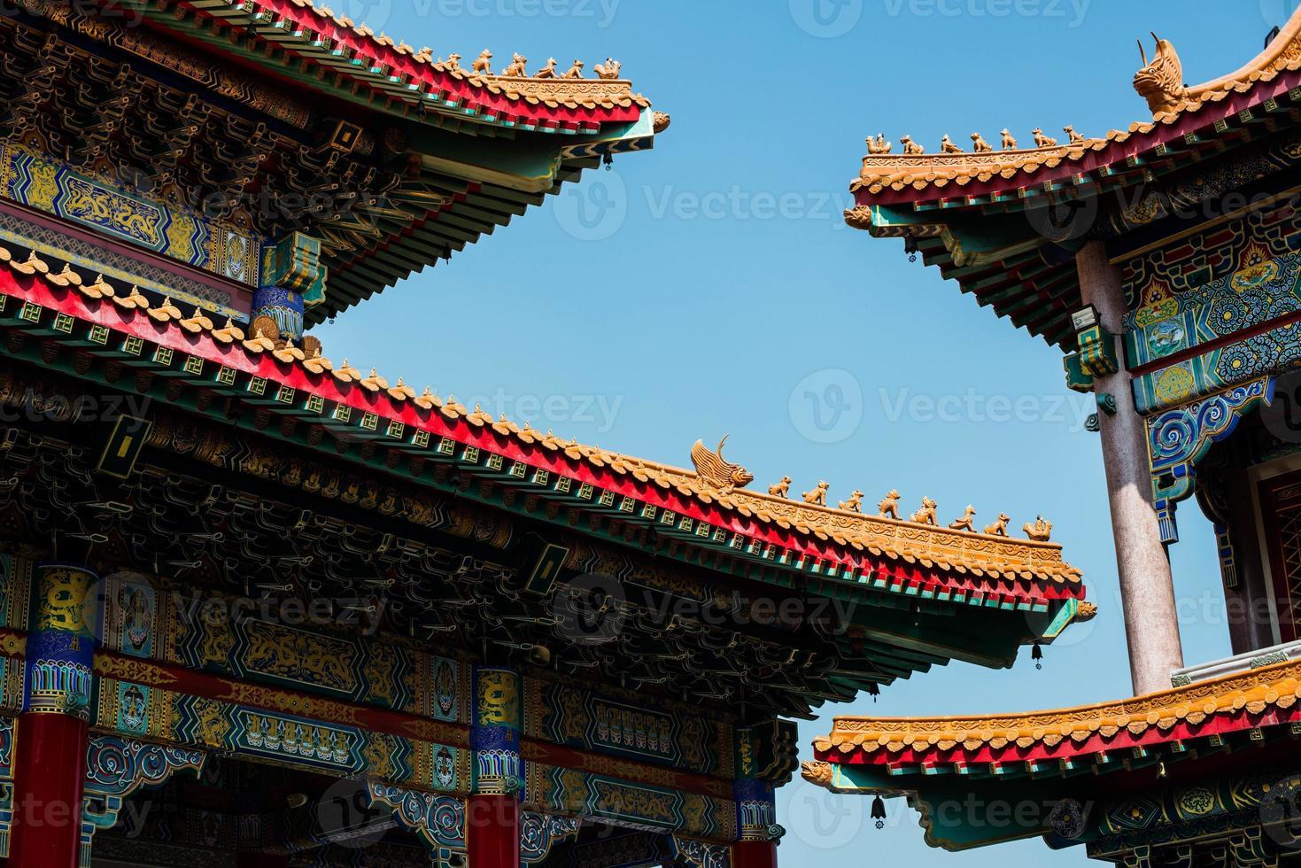 Kina tempel och fin himmel foto