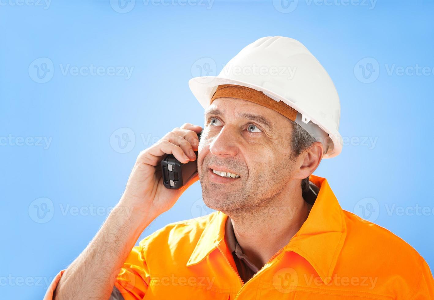 senior byggnadsarbetare på himmel foto