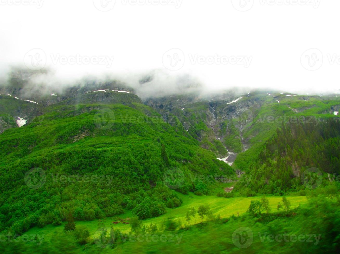 Flygfoto över de europeiska alperna foto
