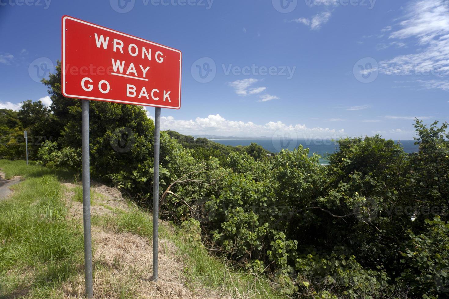 fel väg gå tillbaka tecken foto