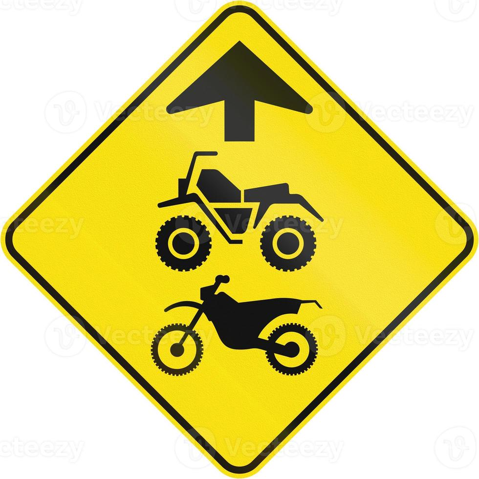 motorcyklar och fyrhjulingar framåt i Kanada foto