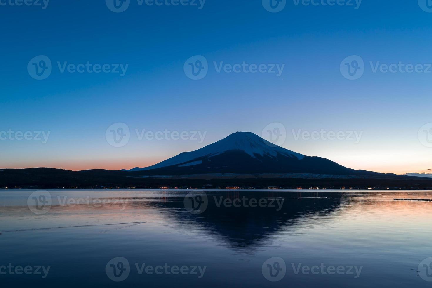vacker mt. fuji från en yamanakako sjö foto