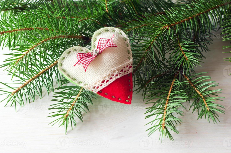 handgjord av filt på julgranen foto