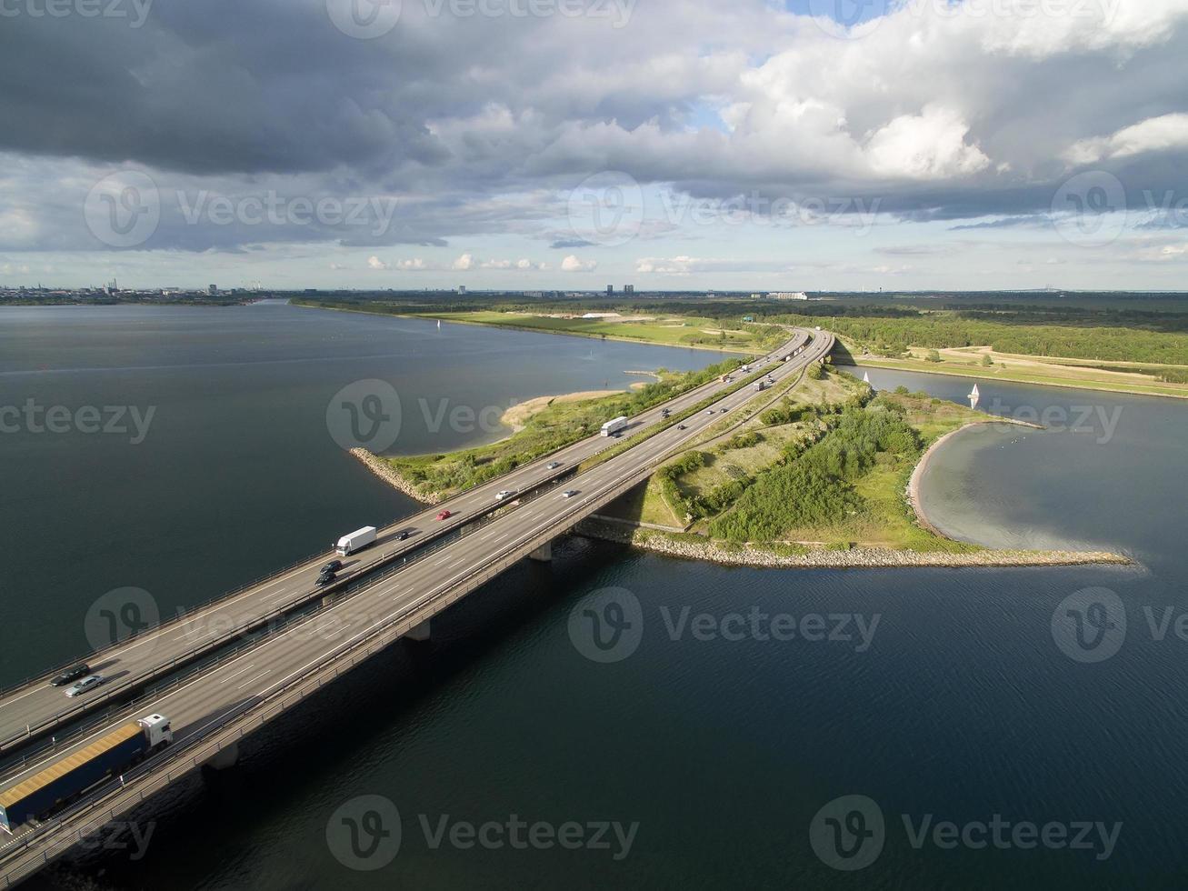 Flygfoto över Sjaellandsbroen, Danmark foto