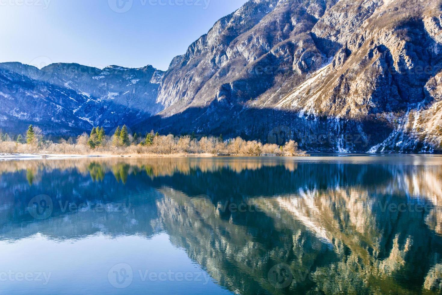 sjön Bohinj i Slovenien foto
