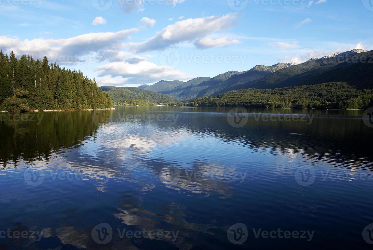bohinj sjö i Triglav nationalpark Slovenien foto