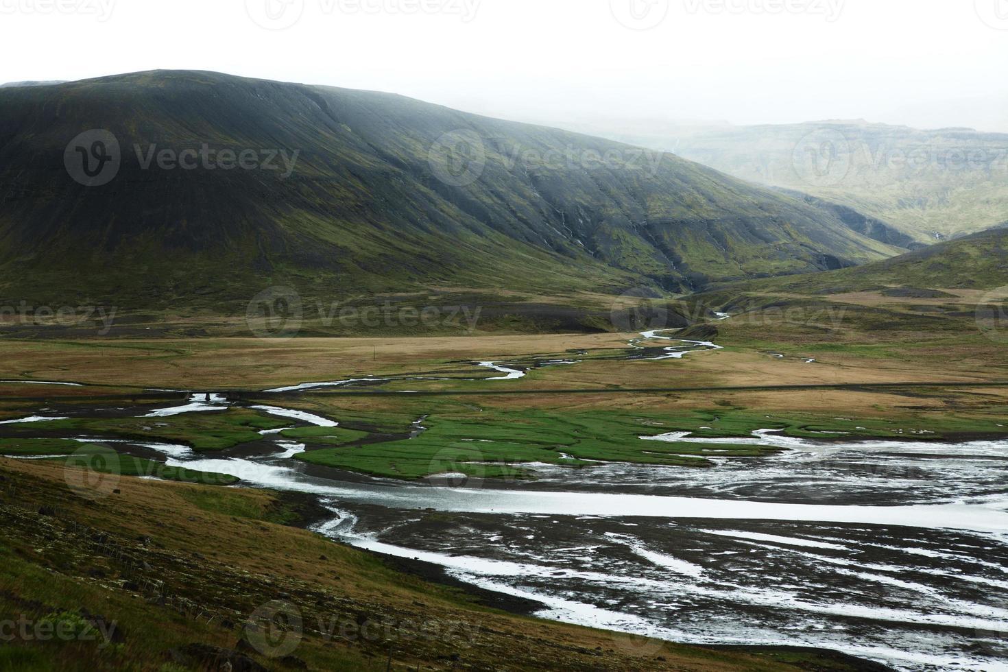 sträng av floder på snaefellsneshalvön, västra Island foto