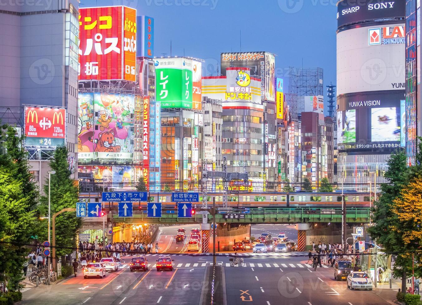 Tokyo Shinjuku Station är världens mest trafikerade järnvägsstation foto