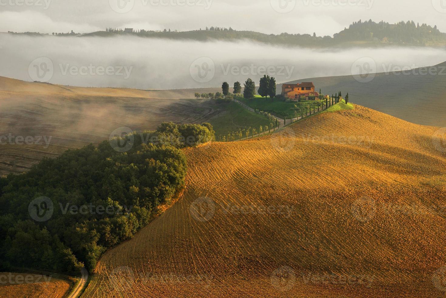 tuscany landskap panorama kullar och äng Italien foto