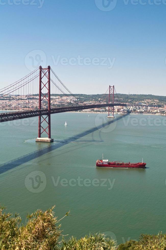 25 april bron, Lissabon foto