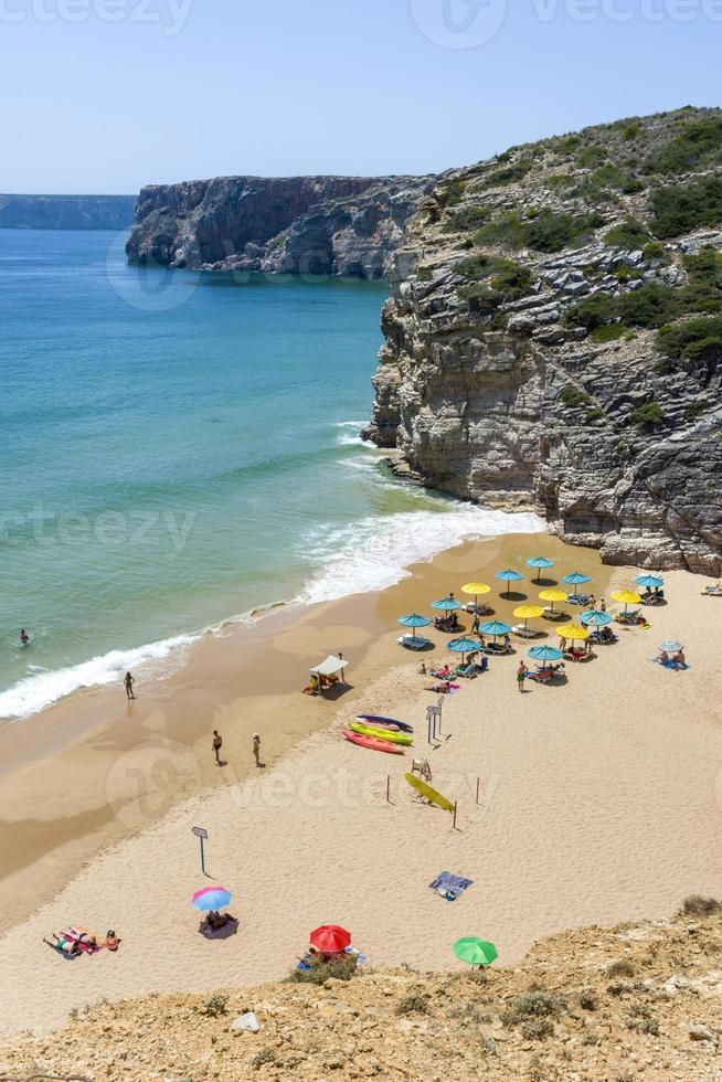 liten strand vid Atlanten i Sagres, Portugal foto