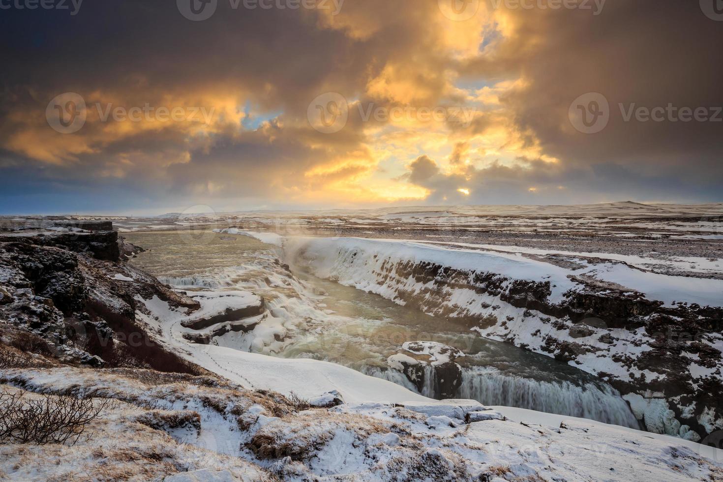 frusen gullfoss vattenfall, island foto