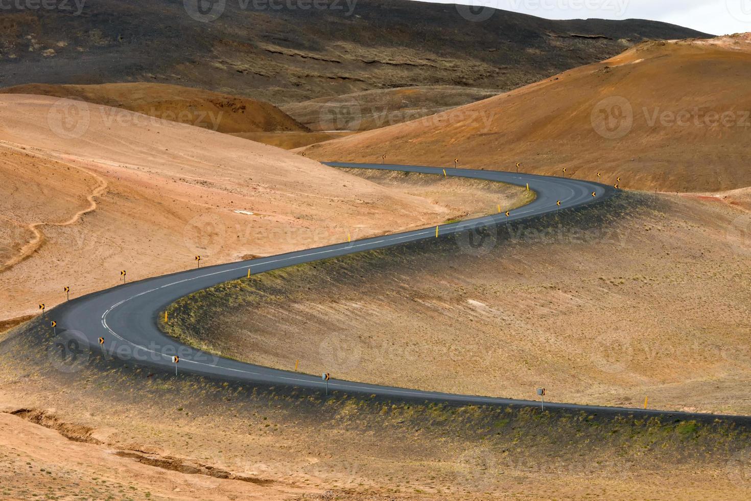 slingrande väg i Island foto