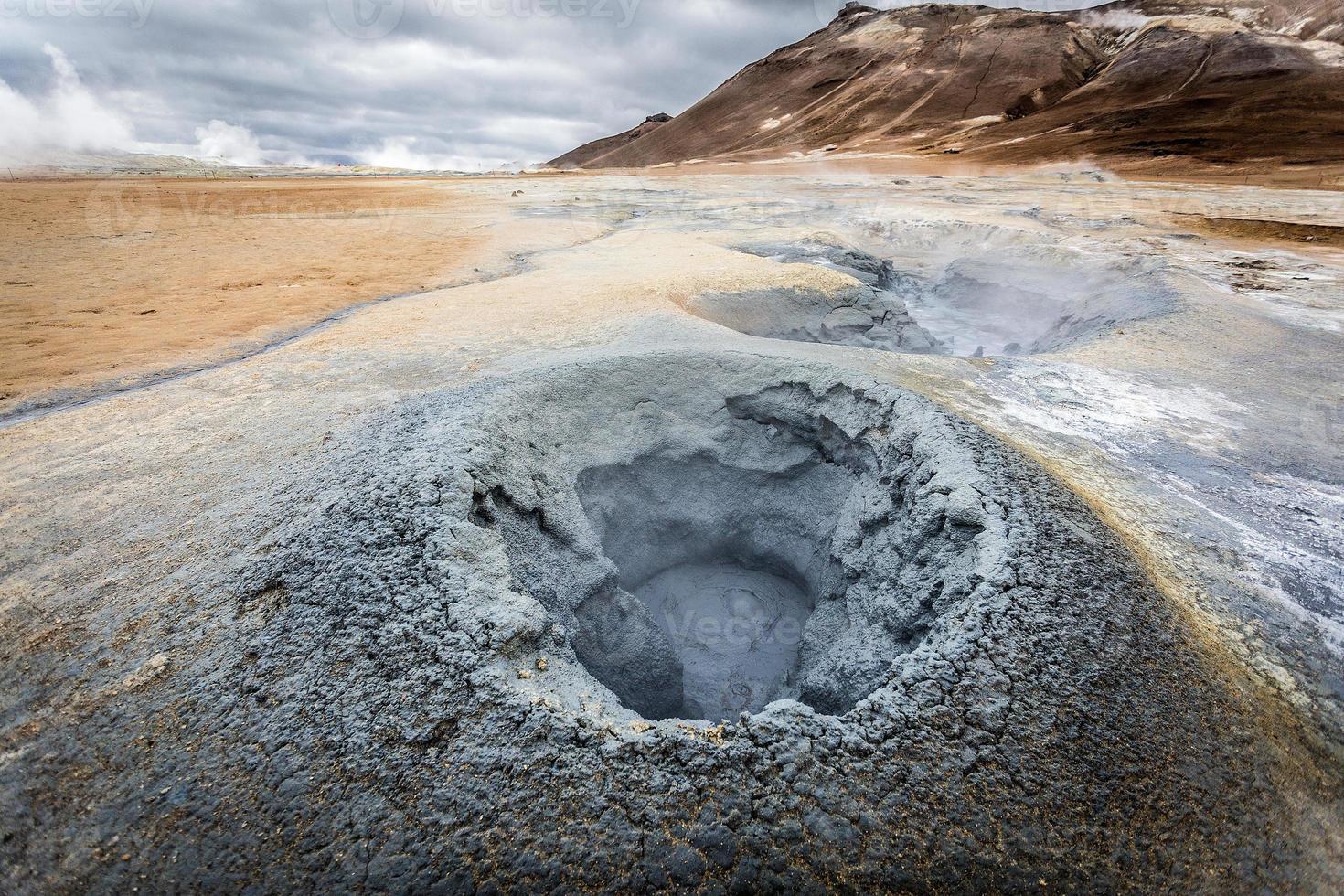 Island, geotermiskt område i Hverir. foto