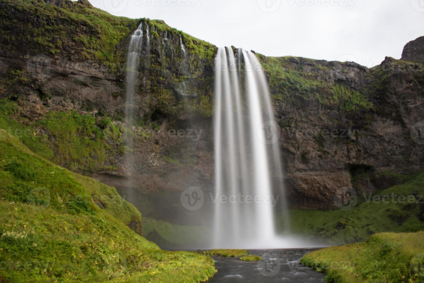 isländska vattenfallet seljalandsfoss foto