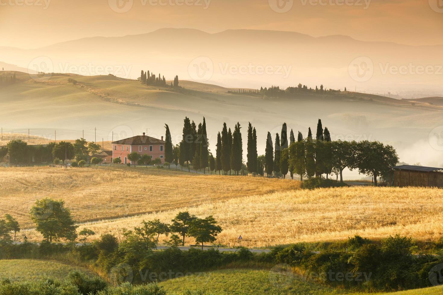 idyllisk bondgård i Toscana foto