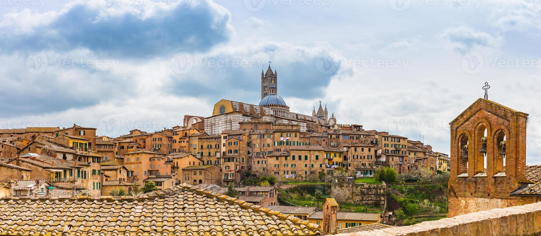 panoramautsikt över Siena i södra Toscana, Italien foto