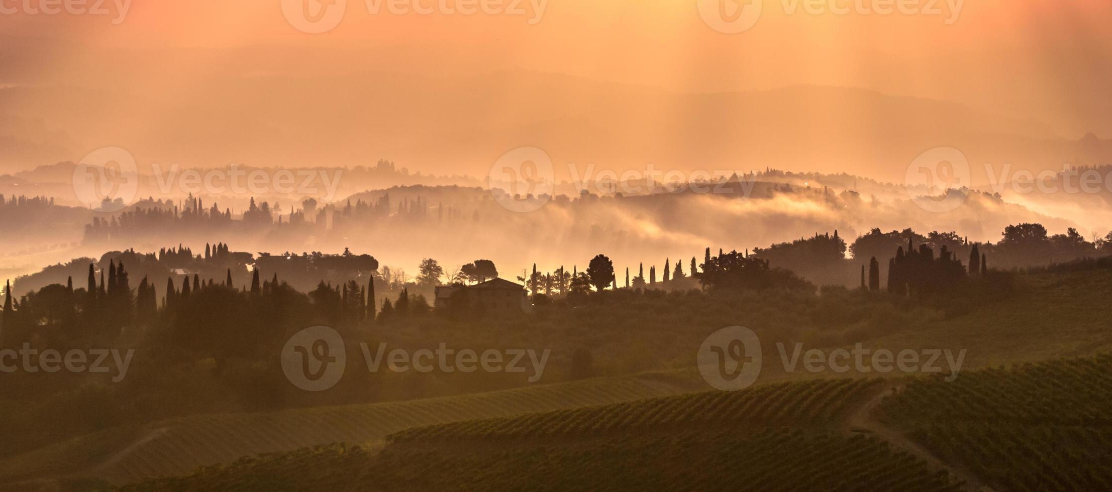 toskanska landskapet på morgonen foto