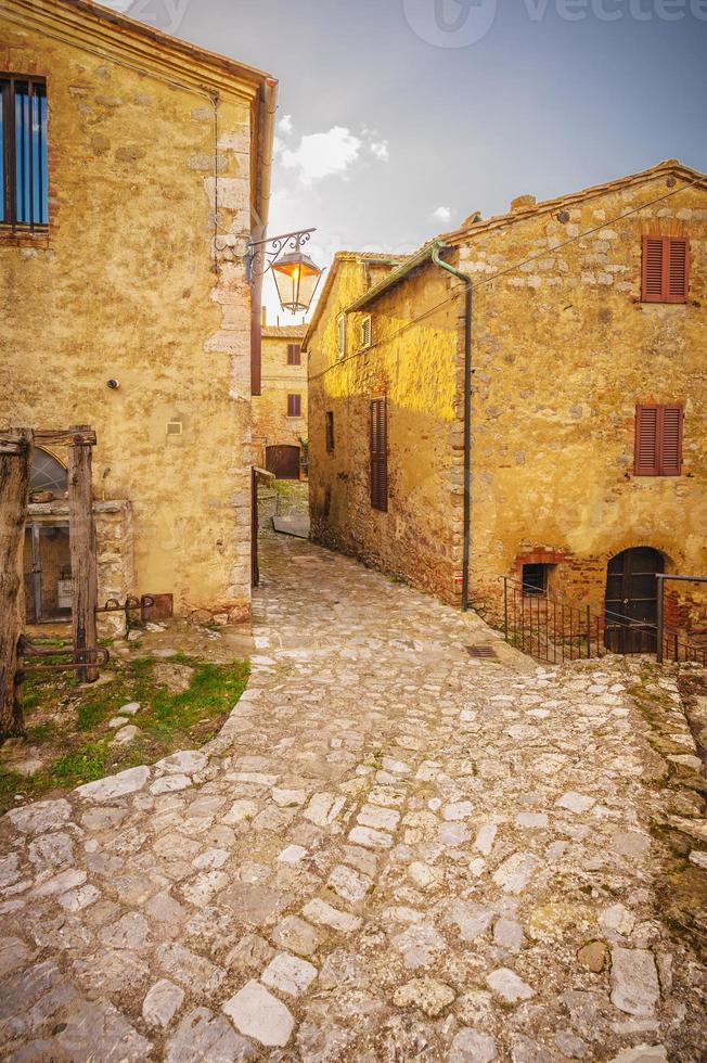 gammal och övergiven stad i Italien foto
