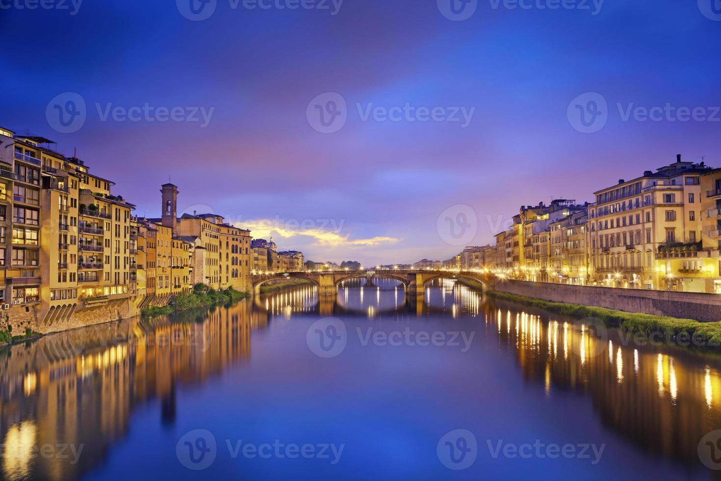 en vacker utsikt över Florens på kvällen foto