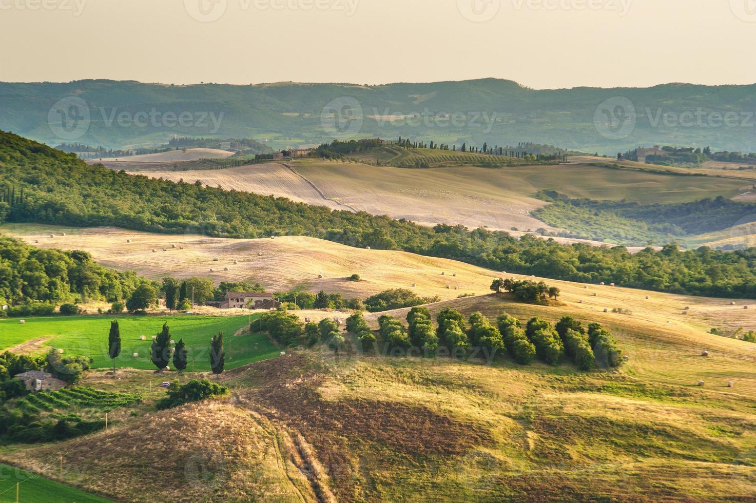 landskap av medeltida målare i Toscana, Italien foto