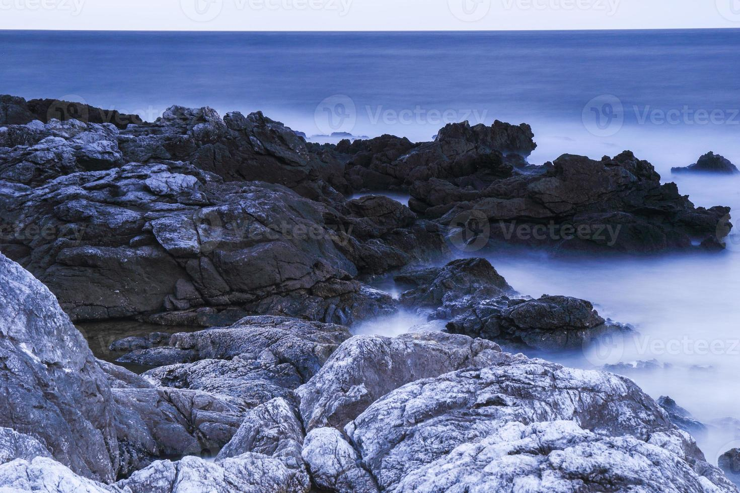 härlig kust av capo gallo på sicilien foto