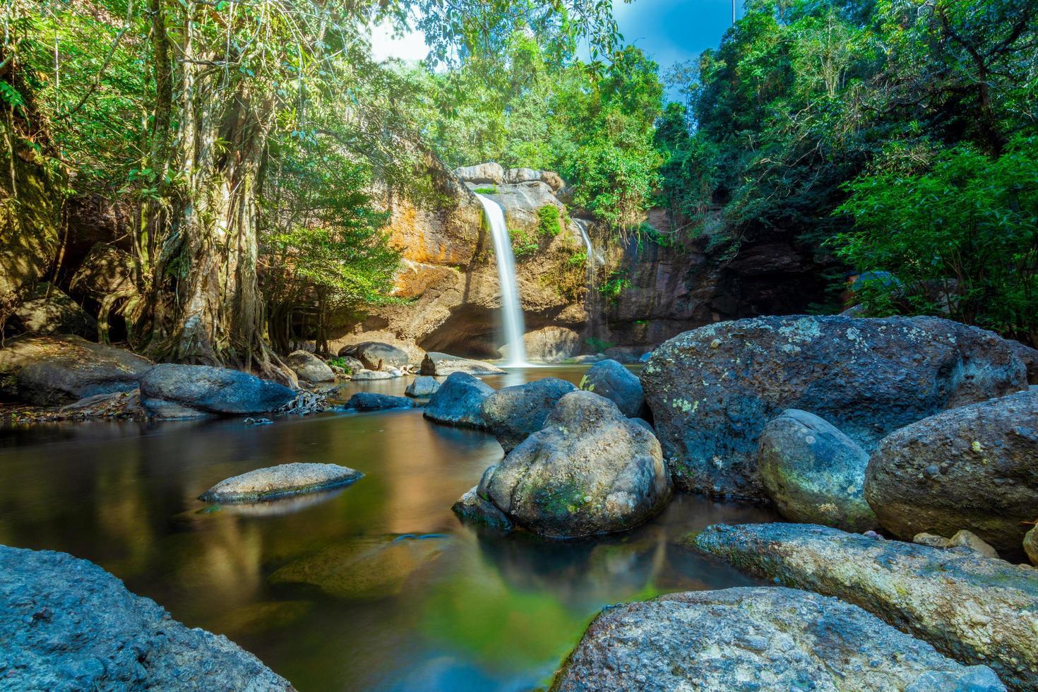 det haew suwat vattenfallet i Thailand foto