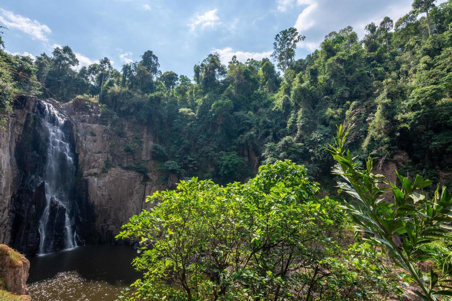 Haew Narok vattenfallet i Thailand foto