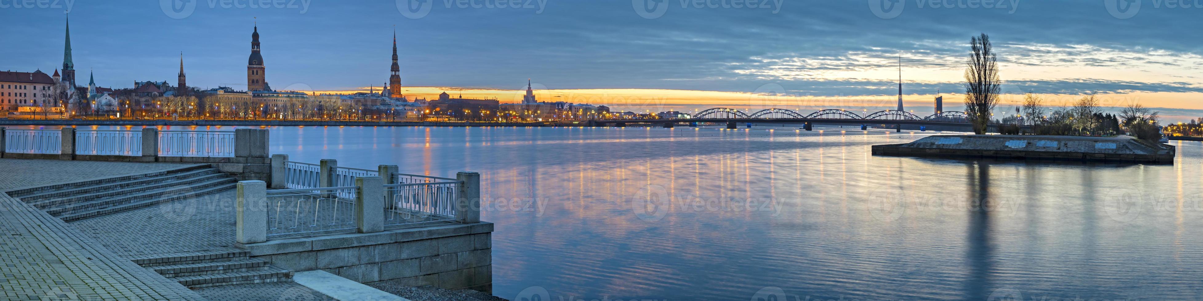 panoramautsikt över gamla staden Riga, Lettland foto