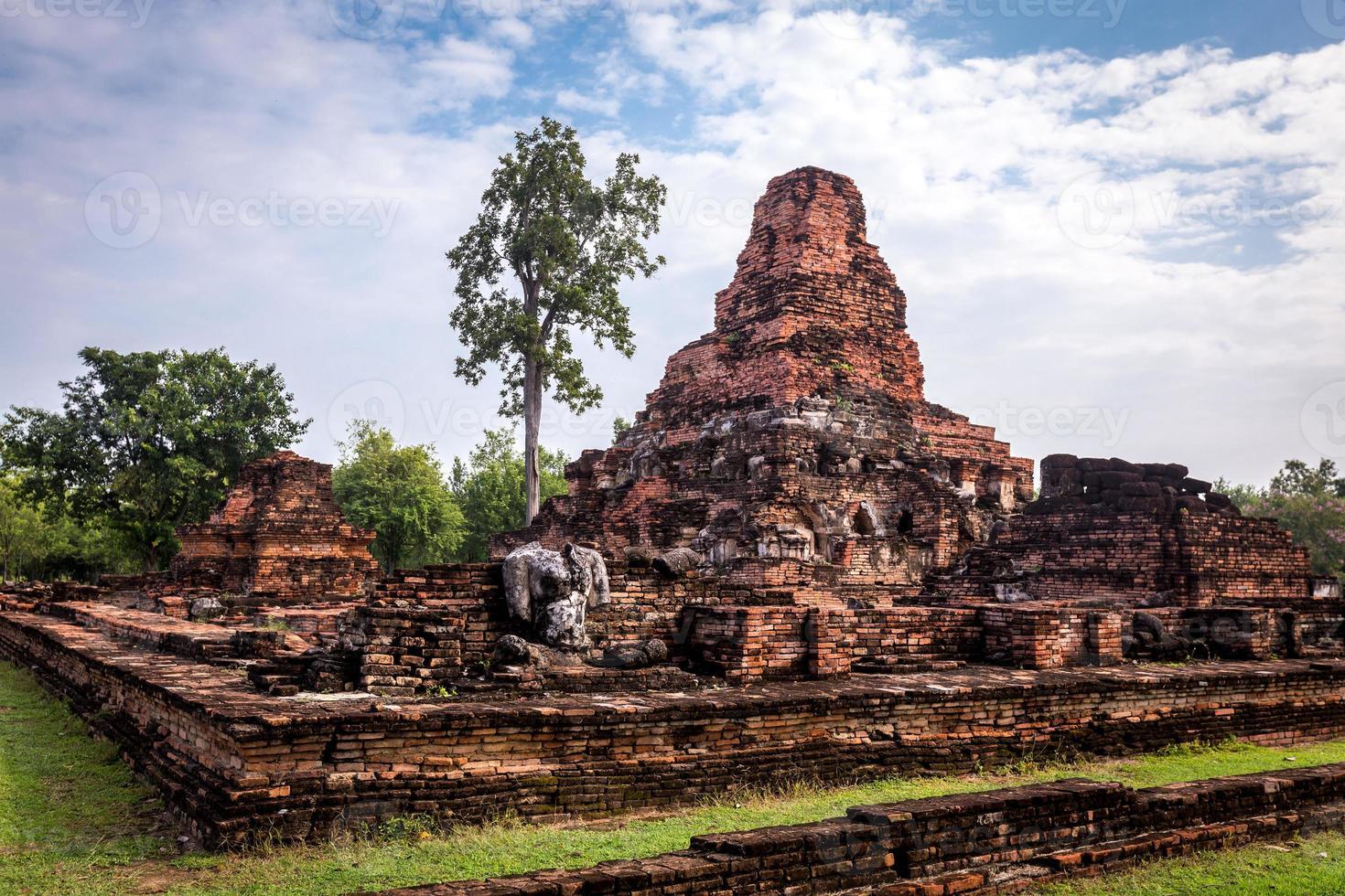 sukhothai historiska park, den gamla staden i Thailand foto