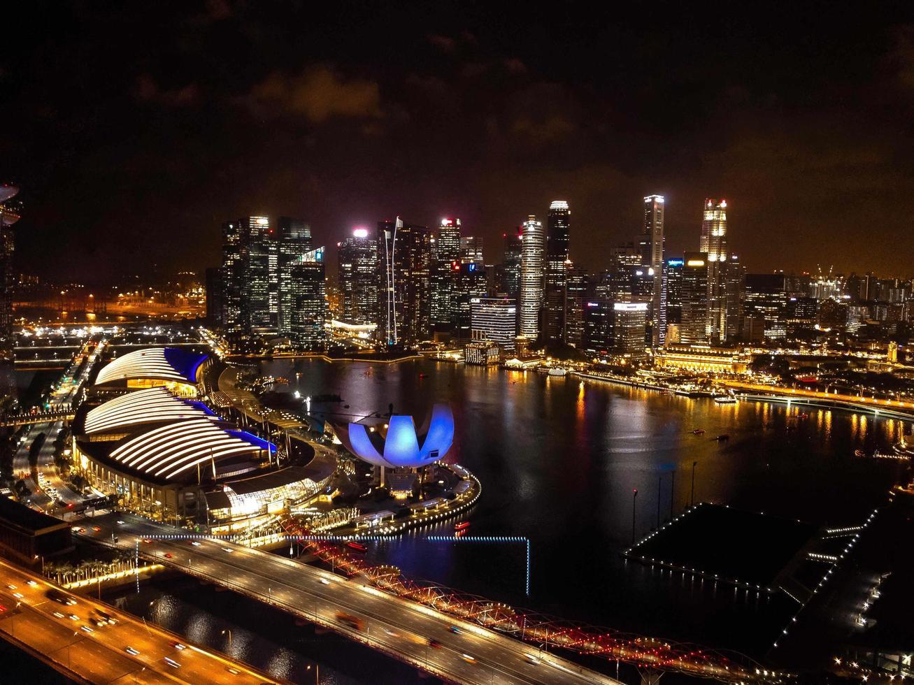 singapore på natten foto