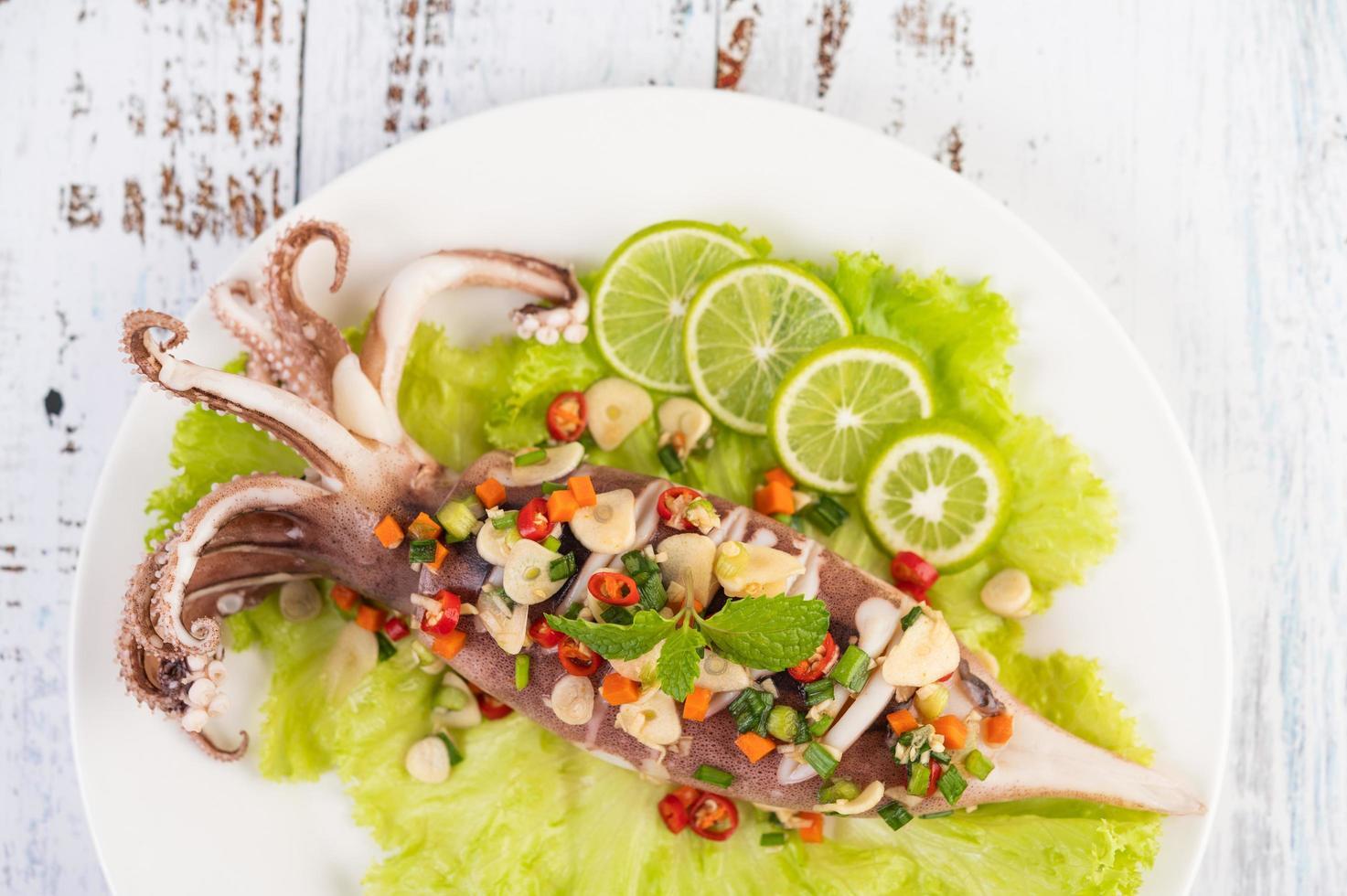 kryddig citron bläckfiskrätt foto