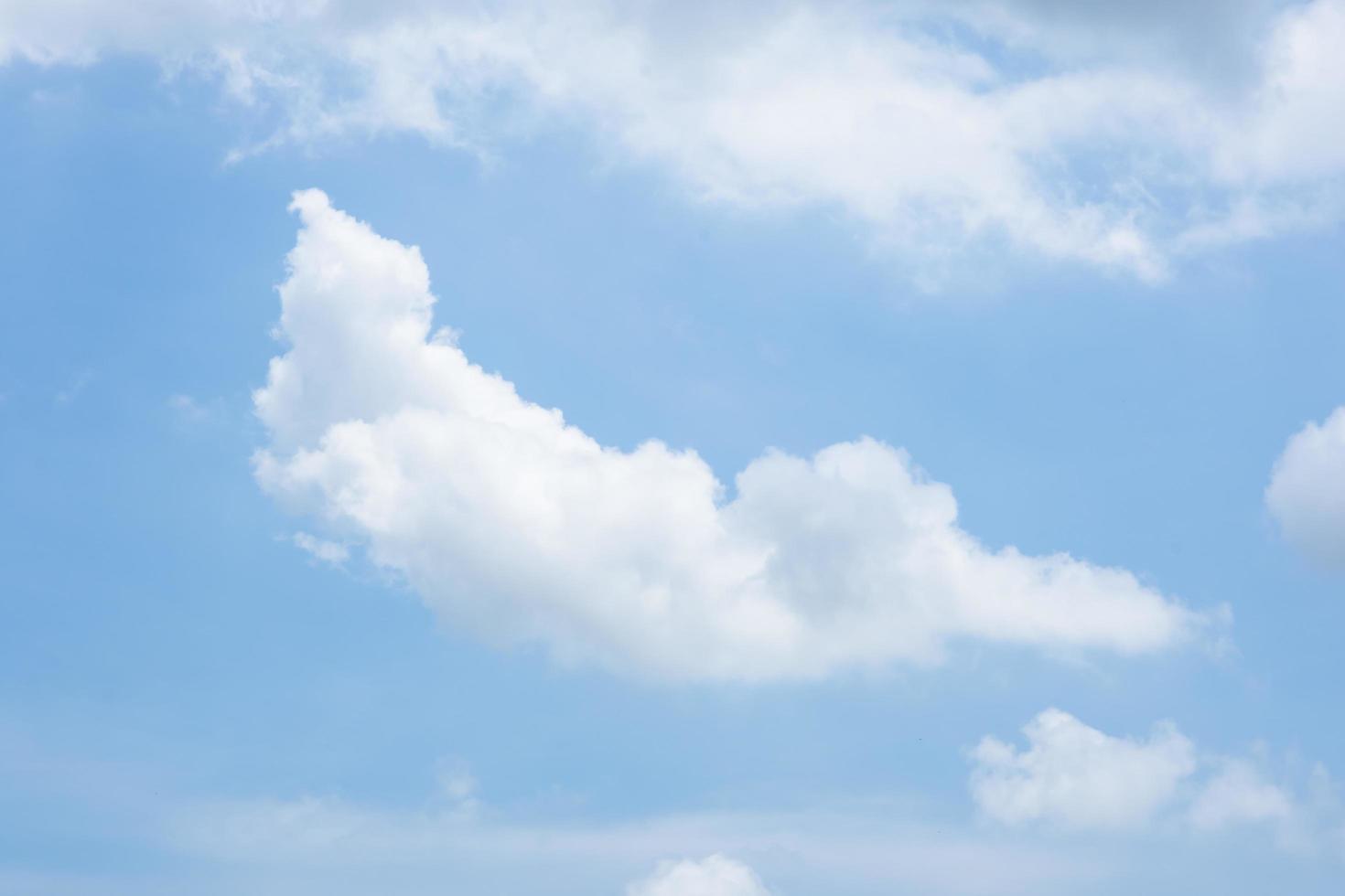 himlen och molnen foto