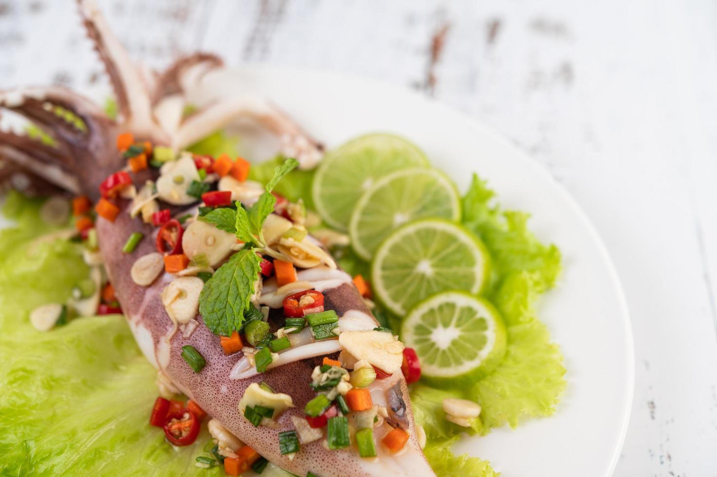 kryddig citronbläckfisk foto