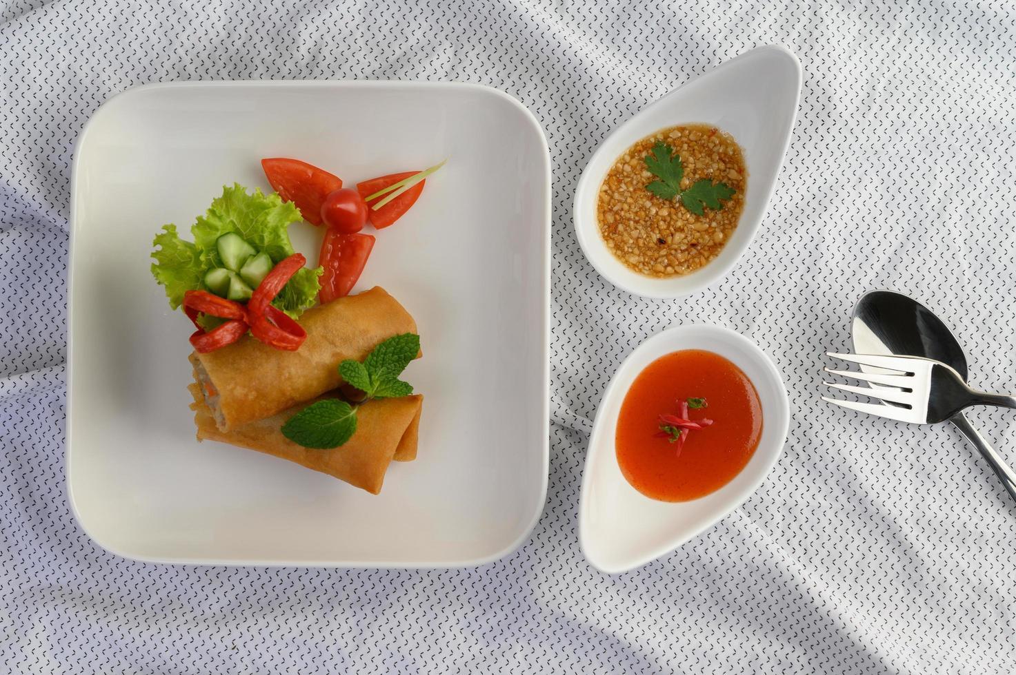 stekta thailändska äggrullar foto